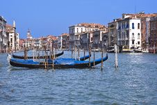 Free Gondolas On The Canal Royalty Free Stock Image - 6583706