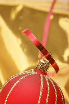 Free Christmas Red Ball Royalty Free Stock Photos - 6585778