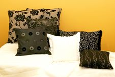 Free Pillows Yellow Stock Photography - 6590062