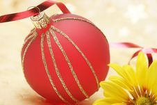 Free Christmas Red Ball Royalty Free Stock Photo - 6595625
