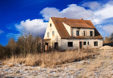 Free Abandoned House In Winter Royalty Free Stock Photo - 65963495