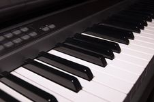 Free Electronic Piano Royalty Free Stock Image - 662186