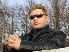 Free Man In Sunglasses Royalty Free Stock Photos - 663538