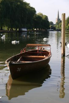 Free Little Boat On The River Avon Royalty Free Stock Image - 664646