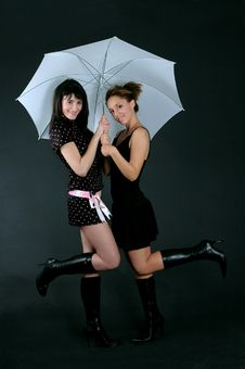 Free Two Girls Under An Umbrella Royalty Free Stock Photos - 665868