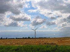 Free Lonely Wind Turbine Royalty Free Stock Photo - 665955
