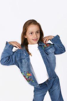 Free Posing Young Girl Stock Photos - 668143