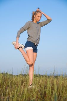 Free Athletics Young Woman Stretching In A Hilly Meadow Royalty Free Stock Images - 6600669