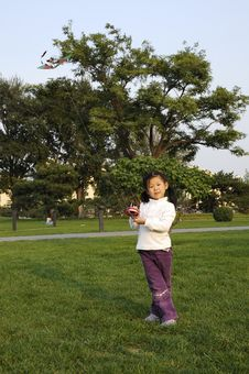 Free Chinese Girl Play Kite Stock Images - 6601044