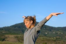 Free Young Woman Spreading Arms To  Blue Sky Stock Photos - 6602133