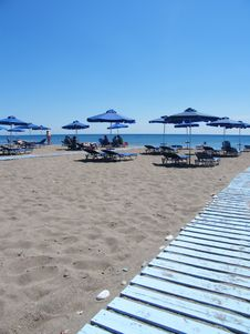 Free Beach Under A Blue Sky Royalty Free Stock Image - 6603426