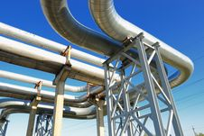 Free Industrial Pipelines Royalty Free Stock Photography - 6610797