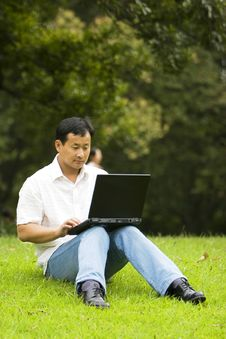Free Man Using A Laptop Outdoors Royalty Free Stock Photos - 6610828