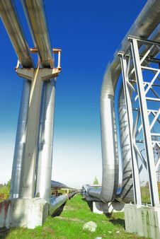 Free Industrial Pipelines Royalty Free Stock Photo - 6611115