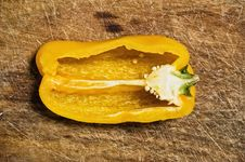 Free Yellow Bell Pepper. Royalty Free Stock Photo - 6611185