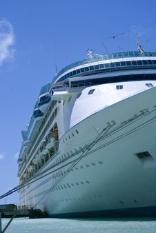 Free Cruise Ship At Bay 4 Royalty Free Stock Photo - 6613805