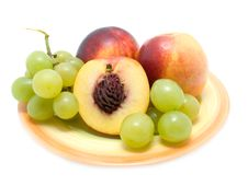 Free Ripe Peaches  And Fresh Grapes Stock Photography - 6614012