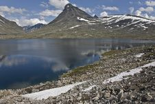 Free Mountains With Lake Reflection In Norway Royalty Free Stock Photography - 6614897