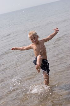 Free Boy At The Beach Royalty Free Stock Image - 6614956