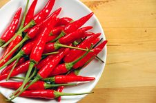 Free Red Chili Peppers Royalty Free Stock Photos - 6615698