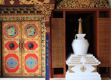 Free White Stupa And Ancient Door Stock Photos - 6616083