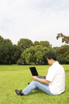 Free Man Using A Laptop Outdoors Royalty Free Stock Photography - 6616357