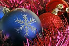 Free Blue Christmas Bauble Royalty Free Stock Photo - 6619095