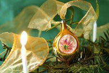 Free Gold Ball And Candle Light Stock Images - 6621404