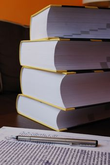 Free Pile Of Books Royalty Free Stock Images - 6622309