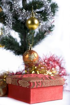 Free Present Under The Christmas Tree Royalty Free Stock Photography - 6622927