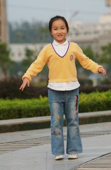 Free Jumping Girl Royalty Free Stock Images - 6622939