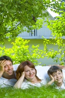 Free Family On Grass Royalty Free Stock Photography - 6623657