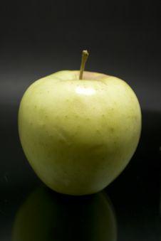 Free Yellow Apple Stock Image - 6623831