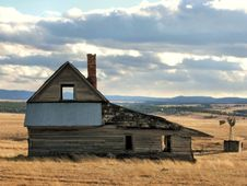 Free Little House On The Prairie Royalty Free Stock Images - 6627229