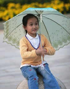 Free Smiling Girl With A Umbrella Royalty Free Stock Image - 6628736