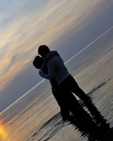 Free Romantic Couple At Sunset Royalty Free Stock Photography - 6629467