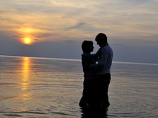 Free Romantic Couple At Sunset Royalty Free Stock Images - 6629479