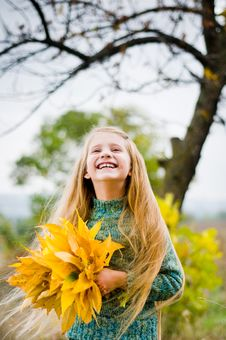 Free Little Girl Outside Stock Photos - 6631403