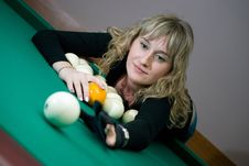 Free The Girl Plays Billiards Stock Images - 6632994