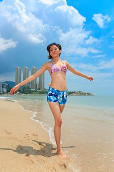 Free Woman Having Fun At The Beach Royalty Free Stock Images - 6633719