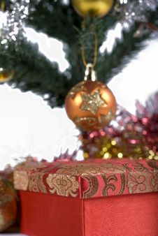 Free Present Under The Christmas Tree Stock Image - 6635031
