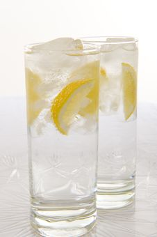 Free Water With Fresh Lemon Royalty Free Stock Photography - 6638497