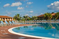Free Resort Pool Royalty Free Stock Photo - 6639625