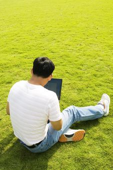Free Man Using A Laptop Outdoors Royalty Free Stock Images - 6641049