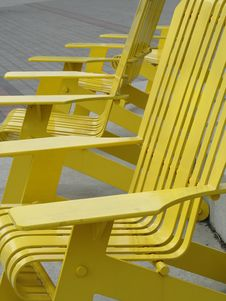 Free Yellow Metal Outdoor Chair Stock Photos - 6642313