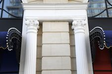 Free Pillar In Classical Building Royalty Free Stock Photo - 6642815