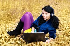 Free Pretty Girl With A Laptop Outdoor Royalty Free Stock Photography - 6644387