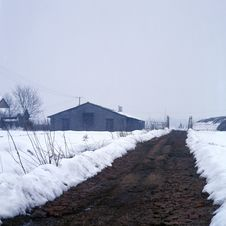 Free A Path In The Snow Field Royalty Free Stock Photography - 6648127