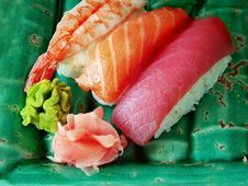 Free Sushi On Green Plate Stock Photography - 6649542