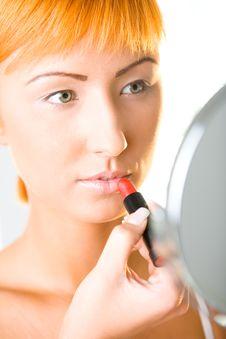 Free Woman Applying Lipstick Royalty Free Stock Photo - 6649625